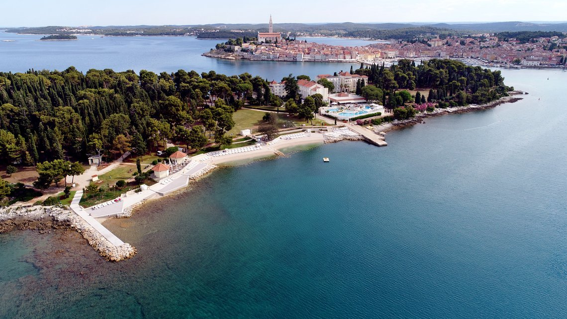 FIRST PHASE OF CONSTRUCTION OF A NEW BEACH ON ST. KATARINA'S ISLAND IS COMPLETED